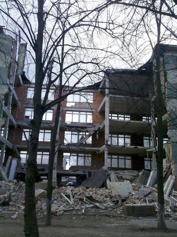 Фото з місця події, де у Львові впала п'ятиповерхова стіна (ФОТО) (фото) - фото 3