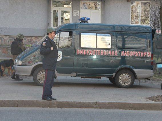 «Небезпечна» валіза на Київській була заповнена пластиковими предметами (фото) - фото 1