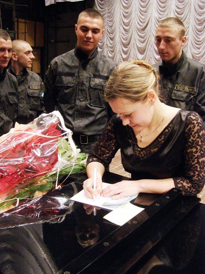 Пианистка с мировым именем музицировала  для запорожский бойцов АТО (ФОТО) (фото) - фото 6