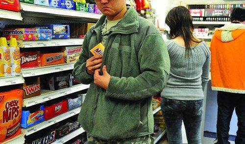 Міліція зловила крадіїв у супермаркеті в Рівному, фото-1