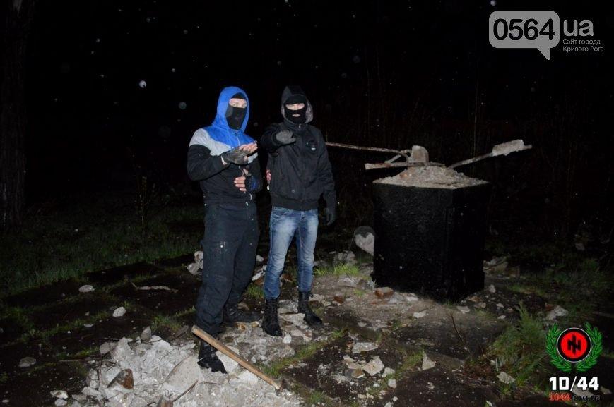 В Кривом Роге: во время урагана повалили памятник Ленину, дерево придавило машину, а в центре города появилась речка Косиорка (фото) - фото 1