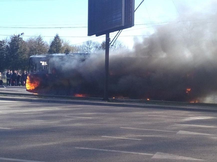 У Львові загорівся тролейбус! (ФОТО, ВІДЕО), фото-4