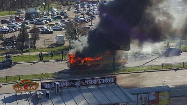 Нові подробиці: через пожежу у тролейбусі, працівники ДАІ перекрили дорогу (ФОТО,ВІДЕО), фото-10