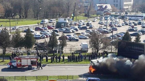 Нові подробиці: через пожежу у тролейбусі, працівники ДАІ перекрили дорогу (ФОТО,ВІДЕО), фото-8