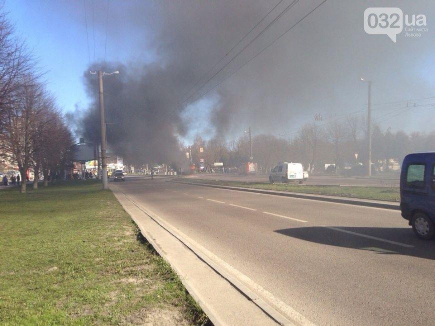 Нові подробиці: через пожежу у тролейбусі, працівники ДАІ перекрили дорогу (ФОТО) (фото) - фото 3