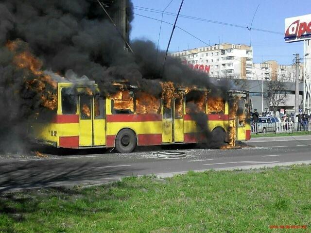 Нові подробиці: через пожежу у тролейбусі, працівники ДАІ перекрили дорогу (ФОТО,ВІДЕО), фото-7