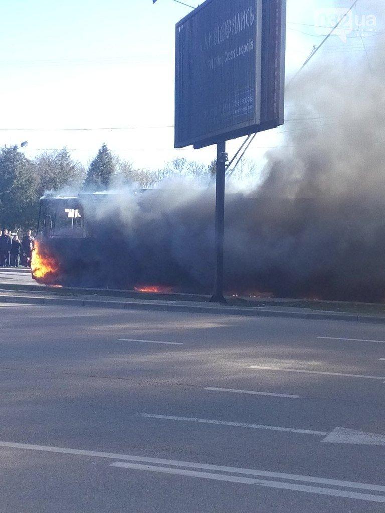 Нові подробиці: через пожежу у тролейбусі, працівники ДАІ перекрили дорогу (ФОТО) (фото) - фото 4