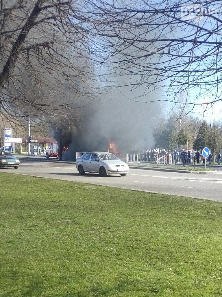 Нові подробиці: через пожежу у тролейбусі, працівники ДАІ перекрили дорогу (ФОТО) (фото) - фото 2