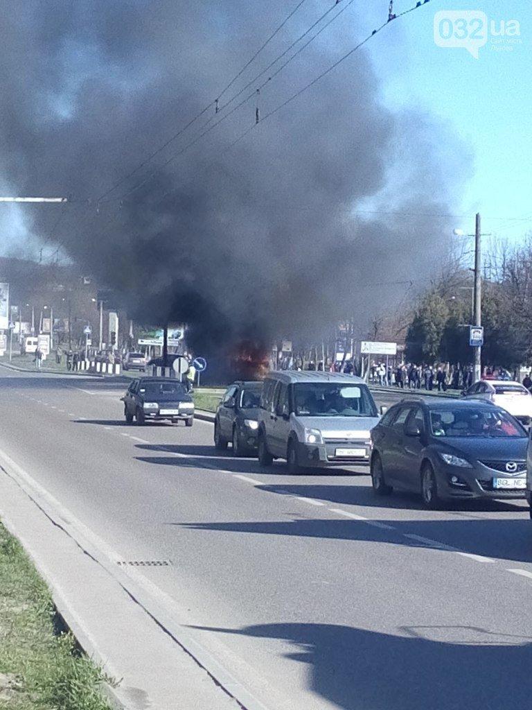 Нові подробиці: через пожежу у тролейбусі, працівники ДАІ перекрили дорогу (ФОТО) (фото) - фото 1