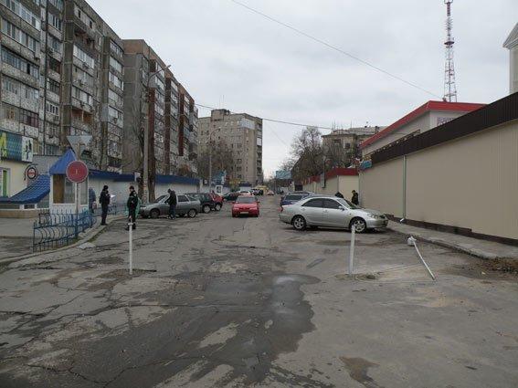 В Николаеве снесли незаконные шлагбаумы (ФОТО, ВИДЕО) (фото) - фото 1