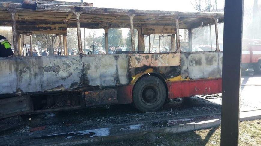 Офіційно: під час пожежі у тролейбусі ніхто не постраждав (ВІДЕО, ФОТО), фото-1