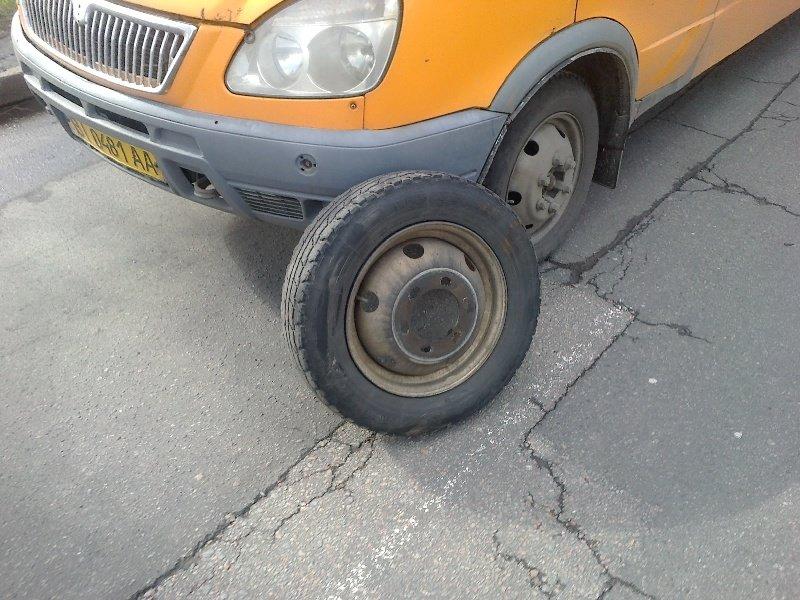 У Полтаві маршрутка втратила два колеса (ФОТО) (фото) - фото 3
