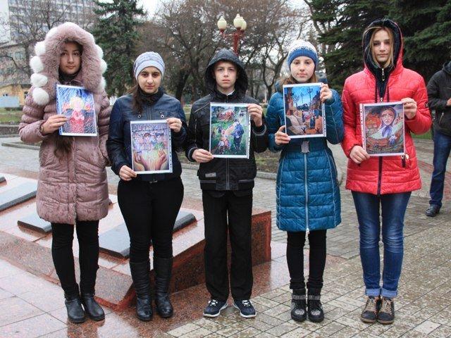 Макеевчане почтили память узников фашистских лагерей (фото) - фото 5