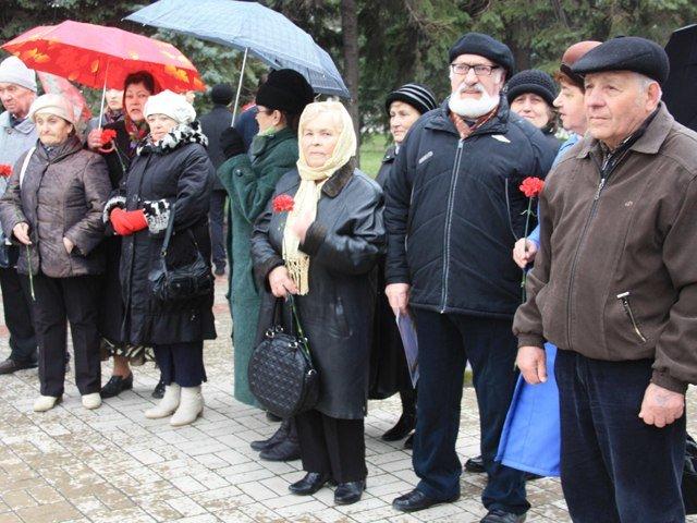 Макеевчане почтили память узников фашистских лагерей (фото) - фото 6