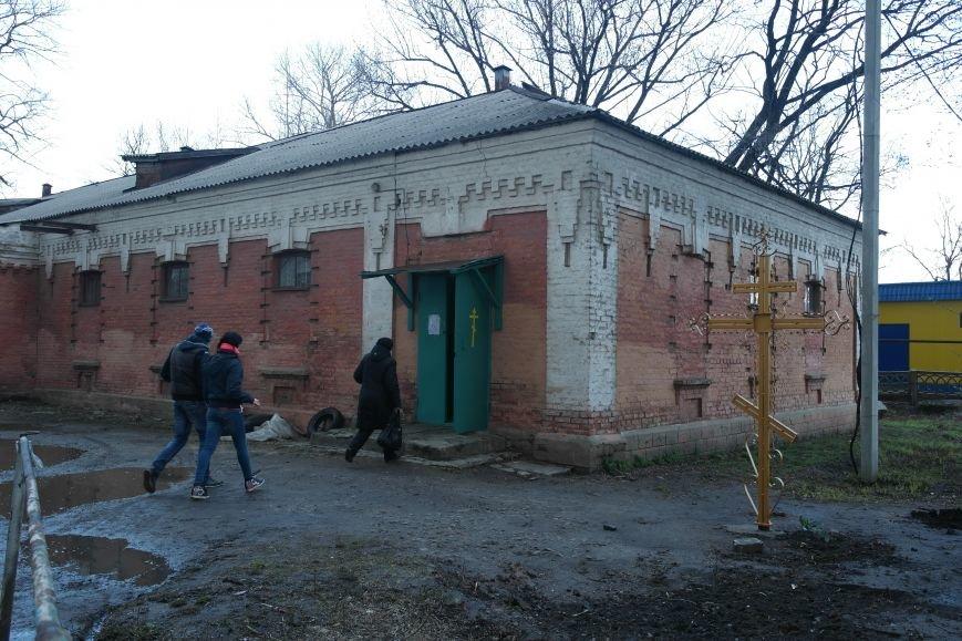 Жители Красноармейска получили гуманитарную помощь от Святейшего Патриарха Филарета (фото) - фото 1