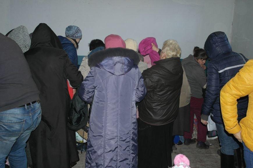 Жители Красноармейска получили гуманитарную помощь от Святейшего Патриарха Филарета (фото) - фото 4