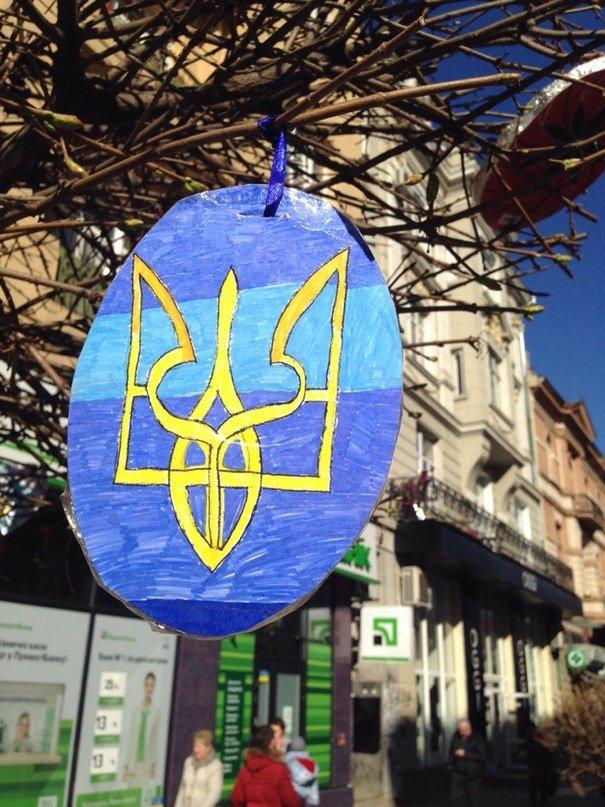 У Франківську на «стометрівці» ростуть писанки (ФОТОФАКТ) (фото) - фото 2
