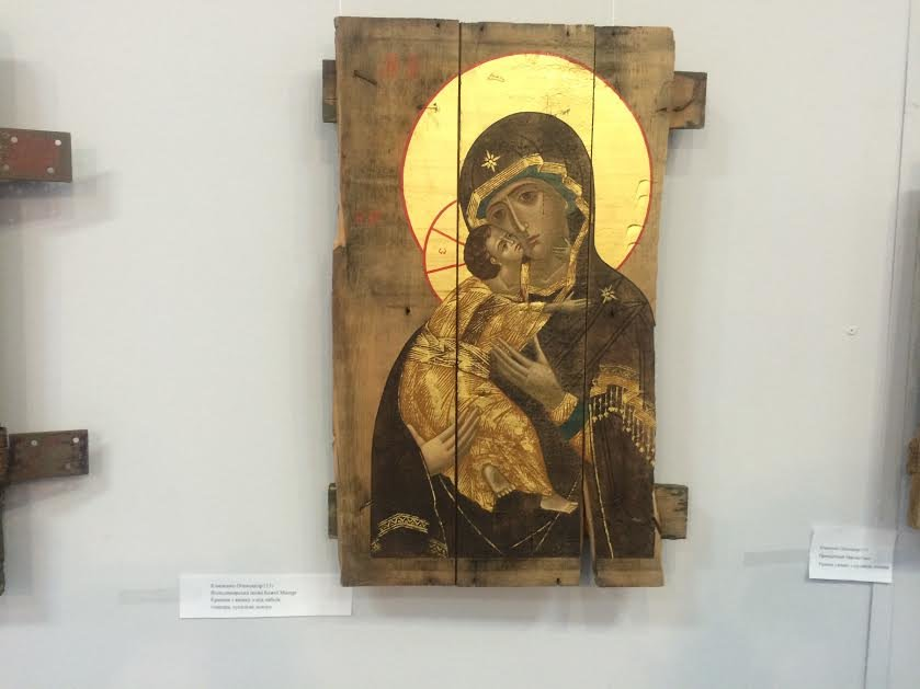В Мариуполе с молотка хотели продать иконы, написанные  на дощечках  от патронов( ФОТО) (фото) - фото 1