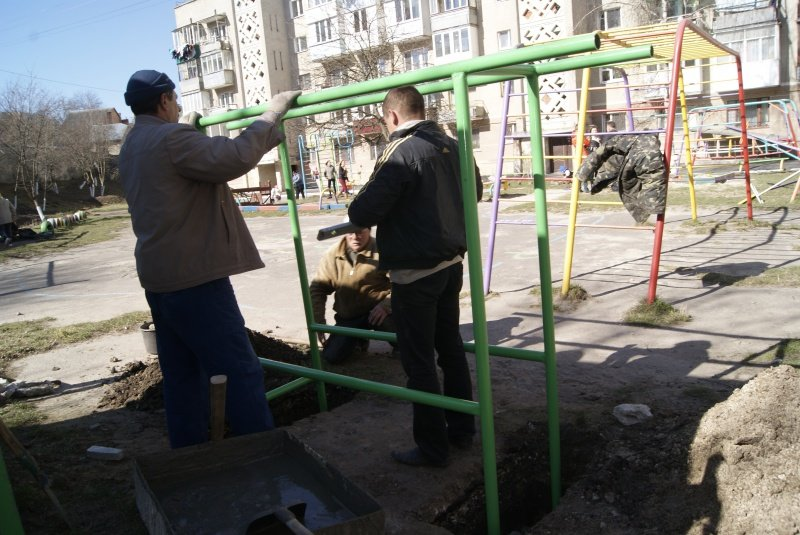 У Тернополі з`явився ще один гімнастичний майданчик (фото) (фото) - фото 1