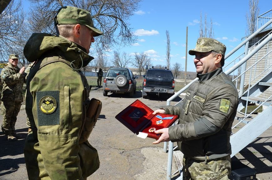 Министр обороны наградил николаевских бойцов именными пистолетами и орденами (ФОТО) (фото) - фото 1