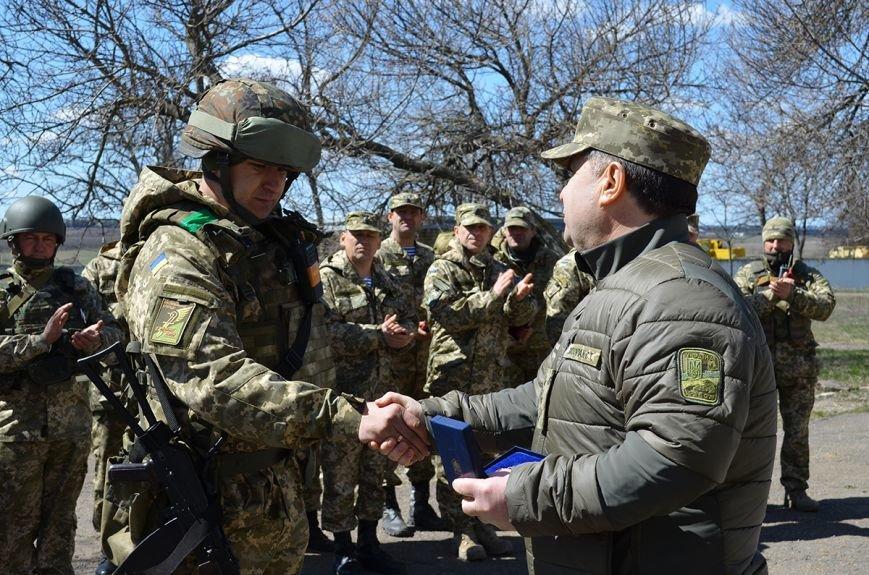 Министр обороны наградил николаевских бойцов именными пистолетами и орденами (ФОТО) (фото) - фото 5