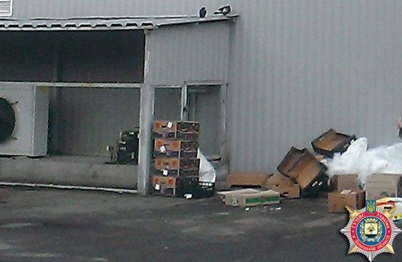 Грузчик Славянского супермаркета торговал похищенным прямо с «черного хода» (фото) - фото 1