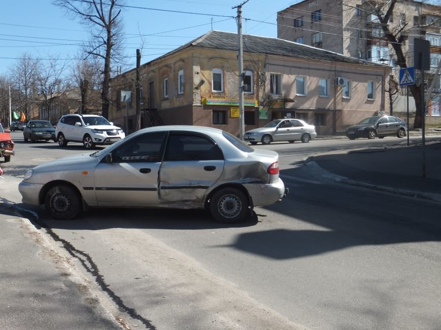 На перекрестке в Кировограде произошло ДТП. ФОТО (фото) - фото 1
