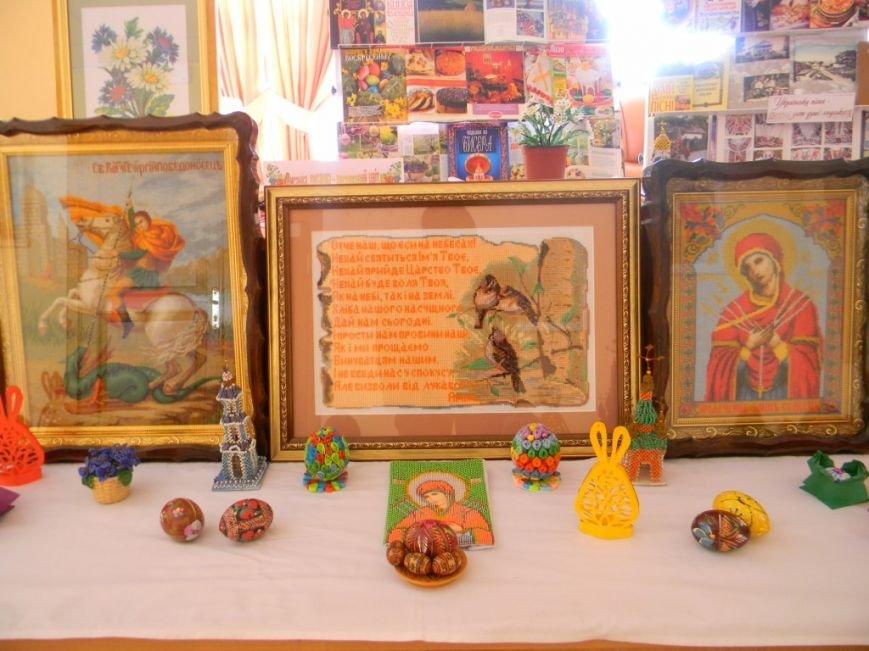 В Херсоне открылась книжная выставка «Благословення сходить із небес: Великдень» (фото) (фото) - фото 5