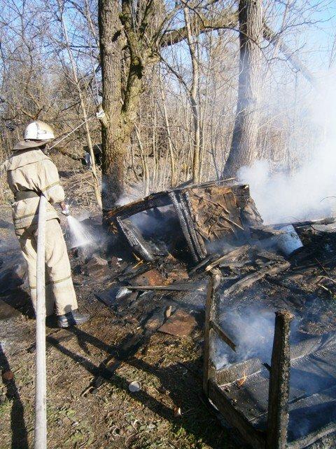 На Житомирщині 71-річна пенсіонерка майже вся обгоріла, намагаючись погасити пожежу (фото) - фото 1