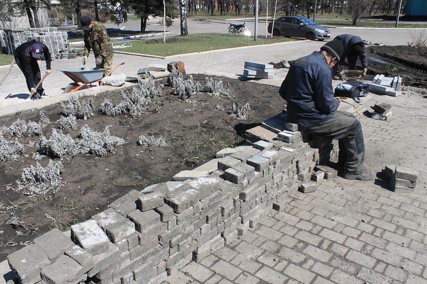 На главной площади города начали восстанавливать плиточное покрытие, фото-2