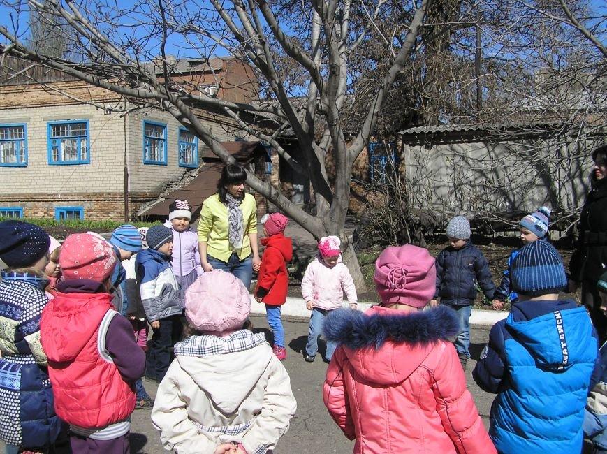 В Артемовском краеведческом музее для детей и взрослых устроили мастер-класс по пасхальной росписи, фото-1