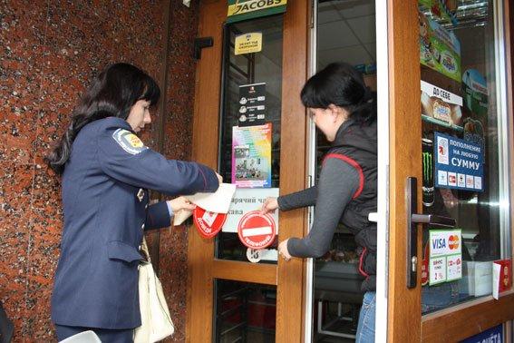 В Кременчуге три продавца попались на продаже алкоголя несовершеннолетним (фото) - фото 1