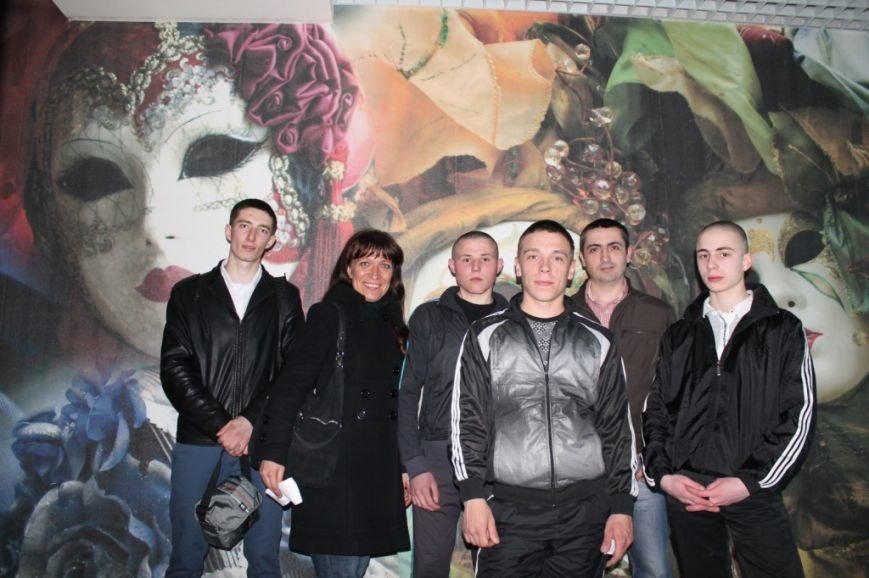 Самые примерные осуждённые Кременчугской воспитательной колонии были награждены посещением 3D-кинотеатра, фото-3