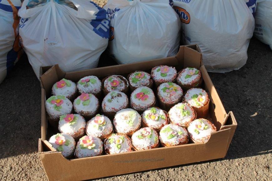 В Артемовске военные порадовали переселенцев куличами и продуктами к пасхальному столу, фото-5