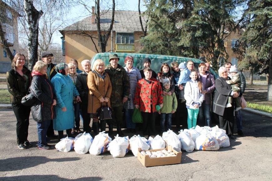 В Артемовске военные порадовали переселенцев куличами и продуктами к пасхальному столу, фото-6