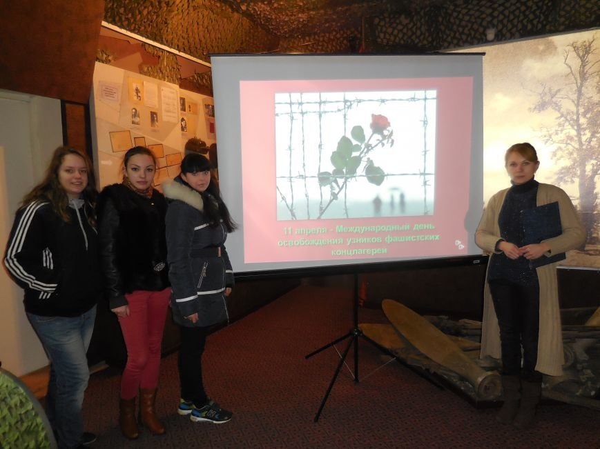 Красноармейские студенты почтили память узников концлагерей (фото) - фото 1