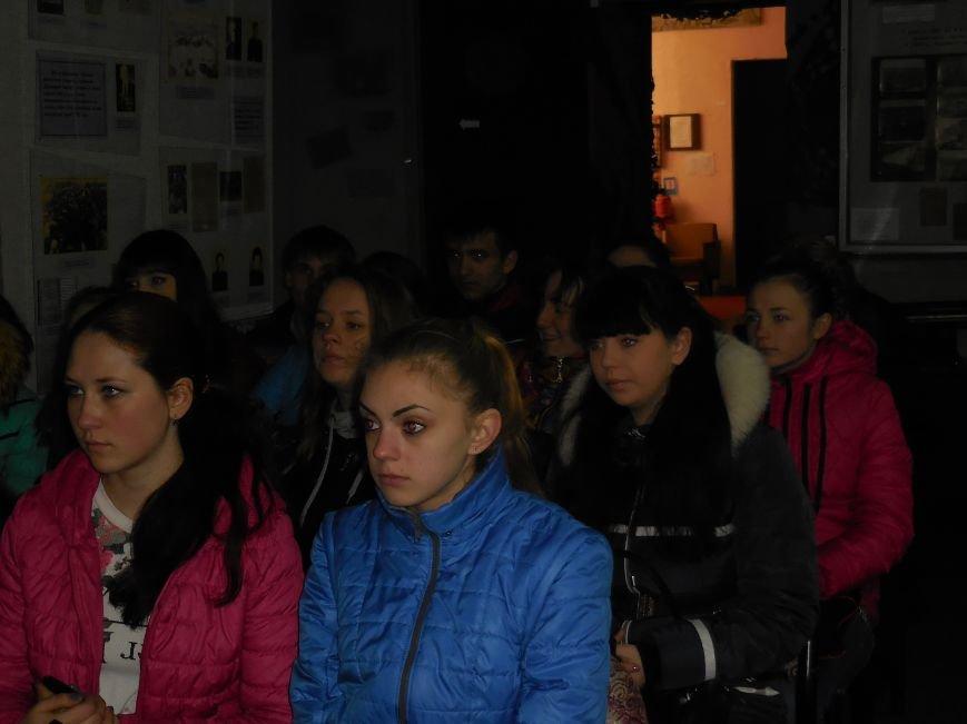 Красноармейские студенты почтили память узников концлагерей (фото) - фото 2