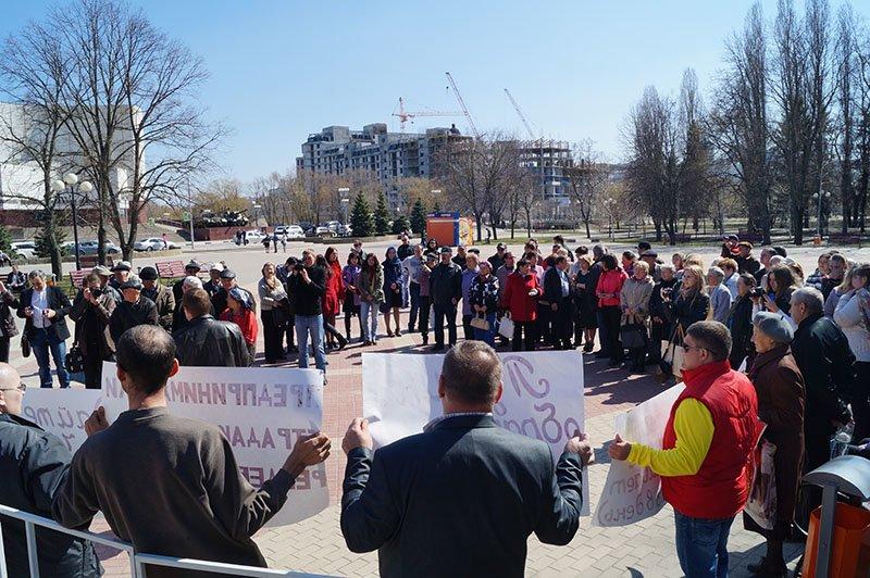 Белгородцы вышли на митинг в поддержку объявленных нелегалами маршрутчиков (фото) - фото 2