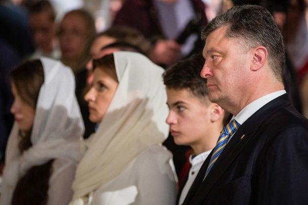 У Великодню ніч Порошенко разом із родиною молився з вірянами різних церков (ФОТОРЕПОРТАЖ) (фото) - фото 9