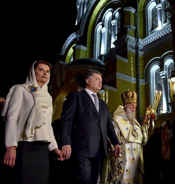 У Великодню ніч Порошенко разом із родиною молився з вірянами різних церков (ФОТОРЕПОРТАЖ) (фото) - фото 8