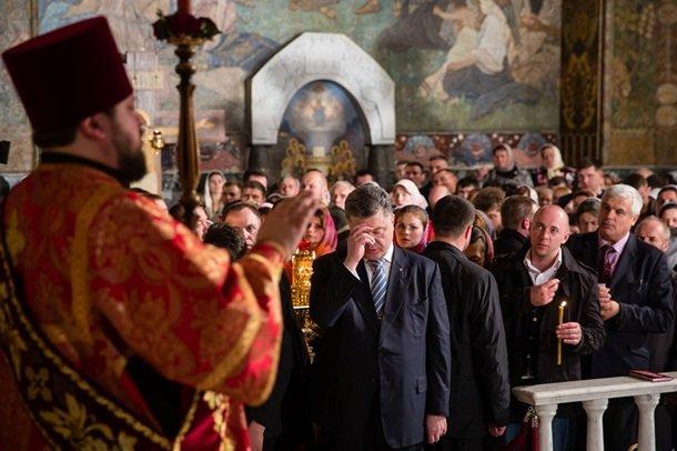 У Великодню ніч Порошенко разом із родиною молився з вірянами різних церков (ФОТОРЕПОРТАЖ) (фото) - фото 5
