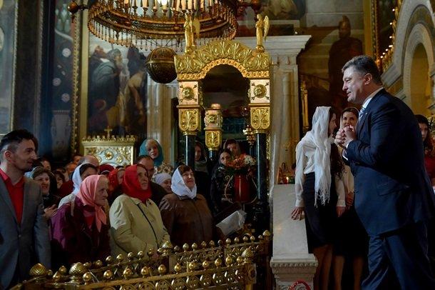 У Великодню ніч Порошенко разом із родиною молився з вірянами різних церков (ФОТОРЕПОРТАЖ) (фото) - фото 2