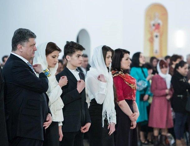 У Великодню ніч Порошенко разом із родиною молився з вірянами різних церков (ФОТОРЕПОРТАЖ) (фото) - фото 4