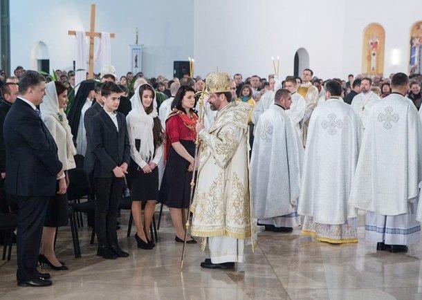 У Великодню ніч Порошенко разом із родиною молився з вірянами різних церков (ФОТОРЕПОРТАЖ) (фото) - фото 7
