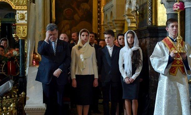 У Великодню ніч Порошенко разом із родиною молився з вірянами різних церков (ФОТОРЕПОРТАЖ) (фото) - фото 11