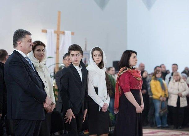 У Великодню ніч Порошенко разом із родиною молився з вірянами різних церков (ФОТОРЕПОРТАЖ) (фото) - фото 3