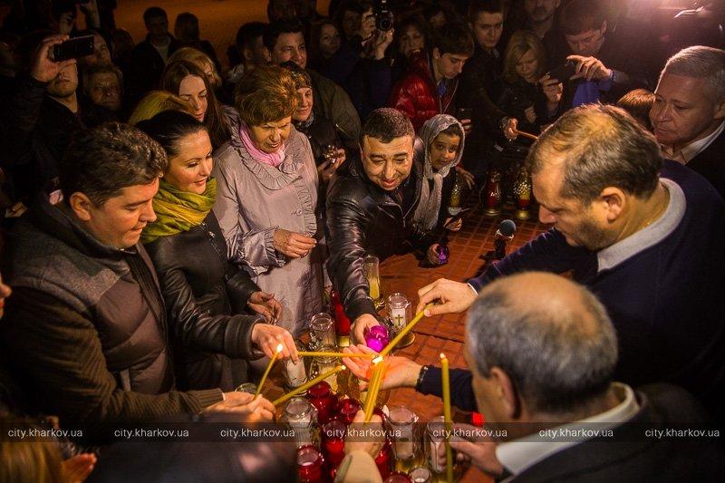 В Харькове благодатный огонь встречали заместители Кернеса и Добкин (ФОТО) (фото) - фото 1