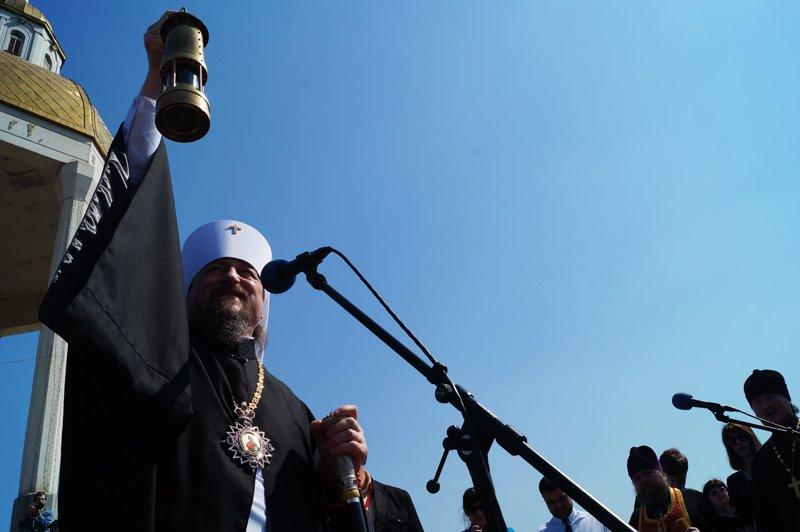 Белгородцы на Пасху встретили Благодатный огонь и прошли крестным ходом до Соборной площади (фото) - фото 1