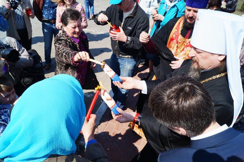 Белгородцы на Пасху встретили Благодатный огонь и прошли крестным ходом до Соборной площади (фото) - фото 2