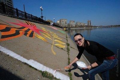 На склоне набережной d Донецке нарисовали Пасхальную открытку-граффити (фото) - фото 1